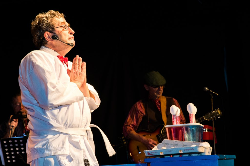 Cabaret Chez Bernard - Kata Yata