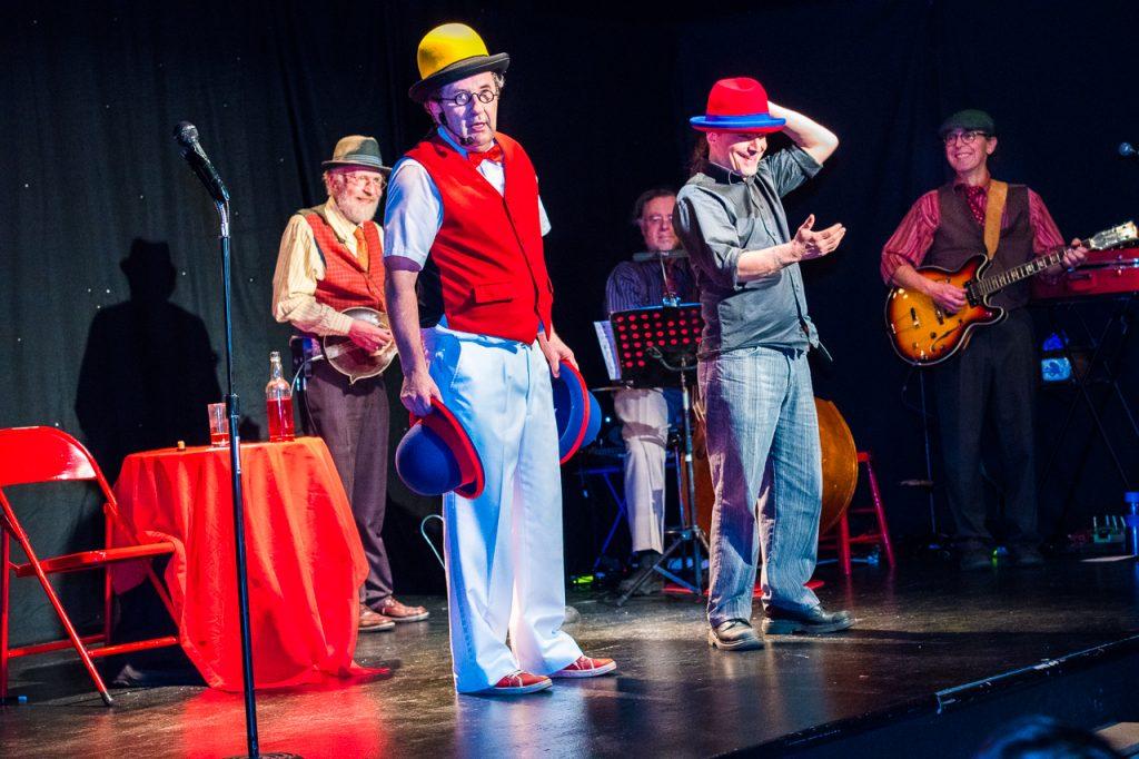 Cabaret Chez Bernard - chapeaux