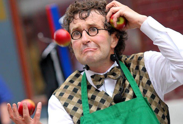 Monsieur Ben jonglerie pommes - Bernard Lebel